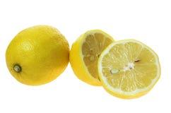 Limoni su una priorità bassa bianca Immagini Stock