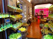 Limoni sui contro depositi Immagine Stock Libera da Diritti