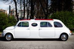 Limousine de Fiat 500 dans un rassemblement classique de voiture photographie stock