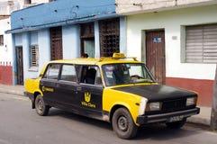 Limousine de taxi de Lada Photos libres de droits