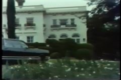 Limousine driveway στο πλησιάζοντας μέγαρο φιλμ μικρού μήκους