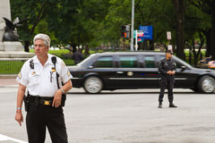 Limousine et police présidentielles Photo libre de droits