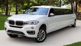 Limousine européenne de la meilleure qualité toute neuve du luxe VIP BMW pour les clients exclusifs, acteurs, modèles, voiture lu image libre de droits