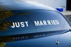 Limousinetecken som att gifta sig precis Royaltyfria Bilder