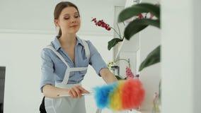 Limpa a poeira no hotel video estoque