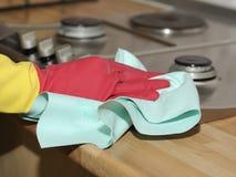 Limpando a casa - fogão fotografia de stock