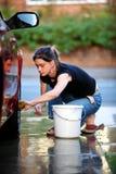 Limpando o carro Fotografia de Stock Royalty Free