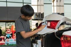 Limpando o carro Foto de Stock Royalty Free