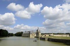 Limpando o lago do castelo Imagens de Stock Royalty Free