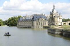 Limpando o lago do castelo Imagens de Stock