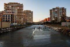 Limpando o rio Foto de Stock