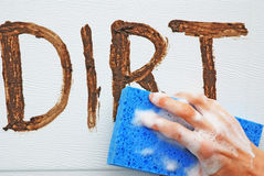 Limpando a sujeira. Fotografia de Stock