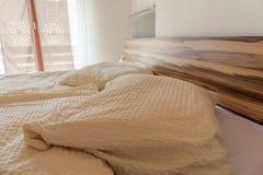 Limpe a cama Fotografia de Stock