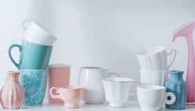 Limpe o Dishware na máquina de lavar louça fotografia de stock royalty free