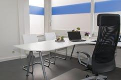 Limpe o escritório branco Imagem de Stock