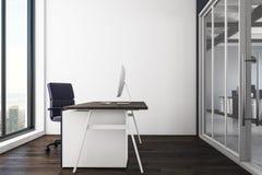 Limpe o interior do escritório Fotos de Stock Royalty Free