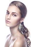Limpe o retrato vertical da beleza de um louro Imagem de Stock Royalty Free