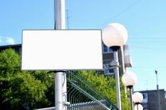 Limpe o sinal na cerca Imagens de Stock Royalty Free