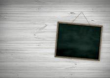 Limpe a placa de giz na parede de madeira para o fundo Textura para o fundo educacional ou do negócio ilustração stock