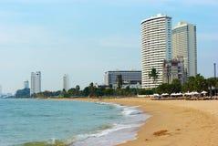 Limpe a praia com as palmeiras Imagem de Stock Royalty Free