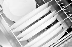 Limpe pratos na máquina de lavar louça fotografia de stock royalty free