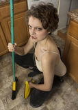 Limpeza da mulher com vassoura Imagens de Stock Royalty Free
