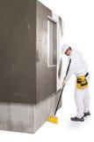 Limpeza do trabalhador com um cabo de vassoura Imagem de Stock