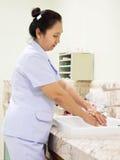 Limpeza médica - mãos de lavagem Fotografia de Stock