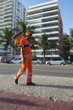 Limpiador de calle de COMLURB Rio de Janeiro Brazil Imagen de archivo libre de regalías