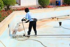 Limpiador de la piscina Fotografía de archivo libre de regalías