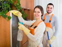 Limpiadores que limpian en sitio fotografía de archivo libre de regalías