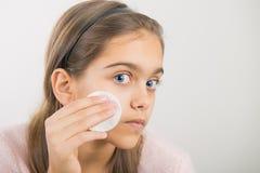 Limpiamiento de la piel Foto de archivo libre de regalías