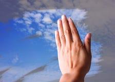 Limpie el cielo azul Imagenes de archivo