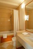 Limpie el cuarto de baño moderno Imagen de archivo libre de regalías