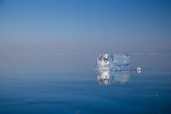 Limpie el hielo transparente Imágenes de archivo libres de regalías