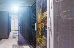 Limpie el interior industrial del sitio del servidor con los servidores imagen de archivo