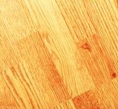 Limpie el piso de madera laminado fotos de archivo