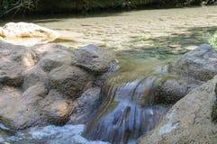 Limpie el río de la montaña Imagen de archivo libre de regalías