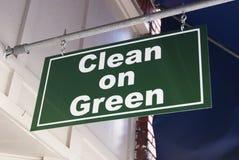 Limpie en verde Imágenes de archivo libres de regalías