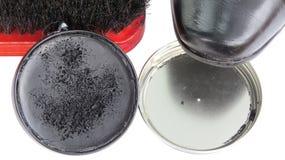 Limpie la crema del negro de zapatos del tarro Fotos de archivo