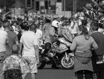 Limpie la motocicleta que se cierra del camino, seguridad pública, incidente importante Imagenes de archivo