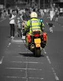 Limpie la motocicleta que se cierra del camino, seguridad pública, incidente importante Foto de archivo
