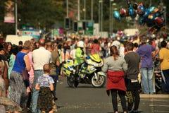 Limpie la motocicleta que se cierra del camino, seguridad pública, incidente importante Imágenes de archivo libres de regalías