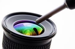 Limpieza de la lente Imágenes de archivo libres de regalías