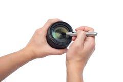 Limpieza de la lente Fotos de archivo libres de regalías