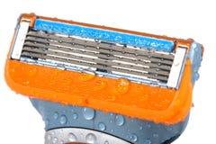Limpieza de la maquinilla de afeitar Fotografía de archivo libre de regalías