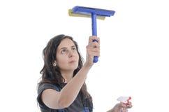 Limpieza de la mujer del trabajador de vidrios Fotografía de archivo libre de regalías