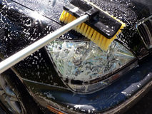 Limpieza de las partes frontales del día de la colada de coche Foto de archivo libre de regalías