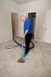 Limpieza de vapor de la alfombra Imagenes de archivo