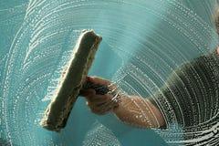 Limpieza de ventana Fotografía de archivo libre de regalías